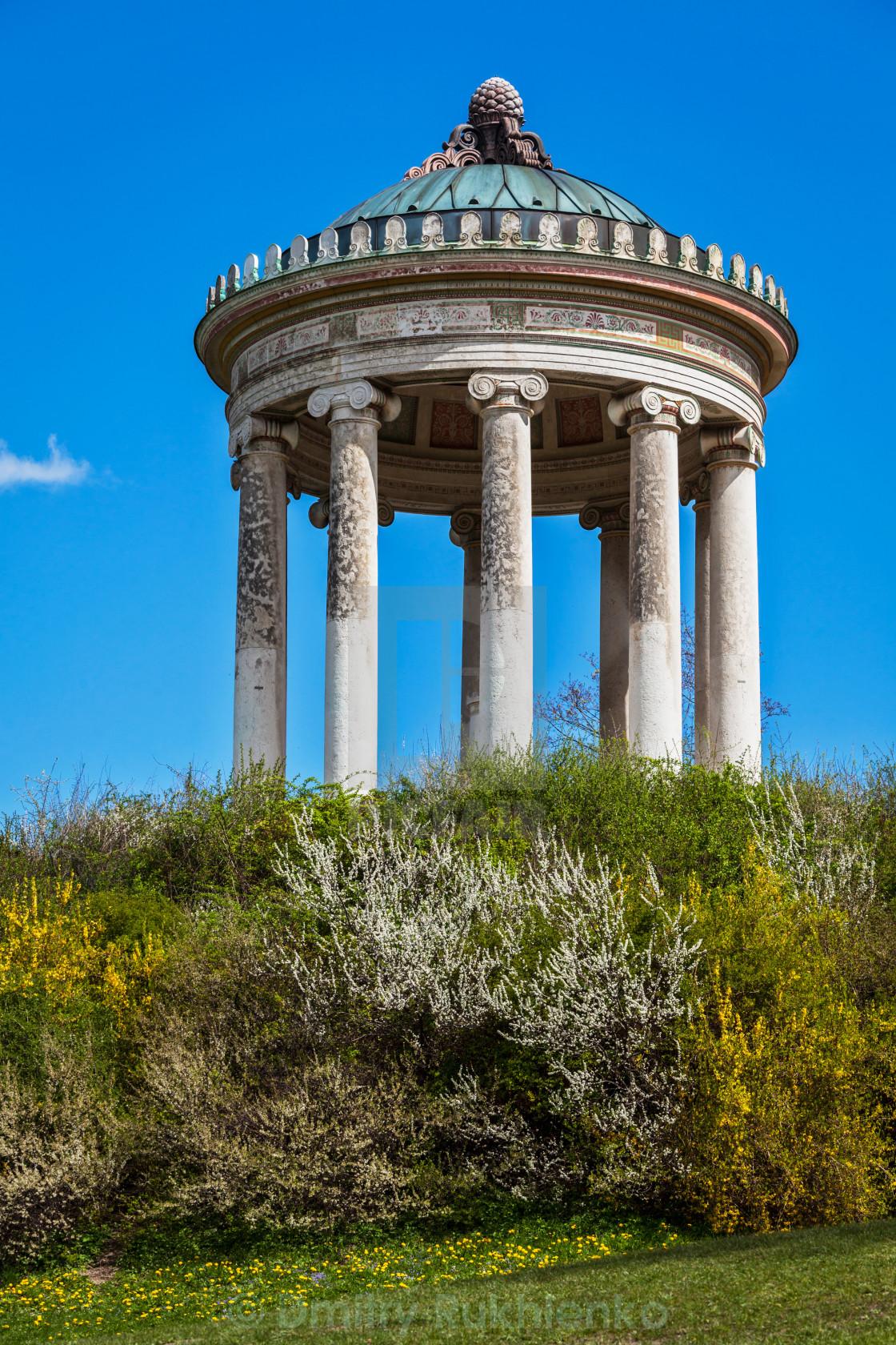 Monopteros Greek Style Temple In Englischer Garten Munich