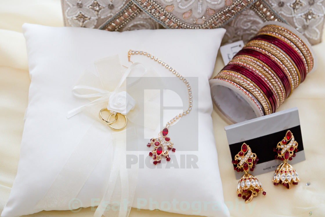 """bridal jewelry"" stock image"