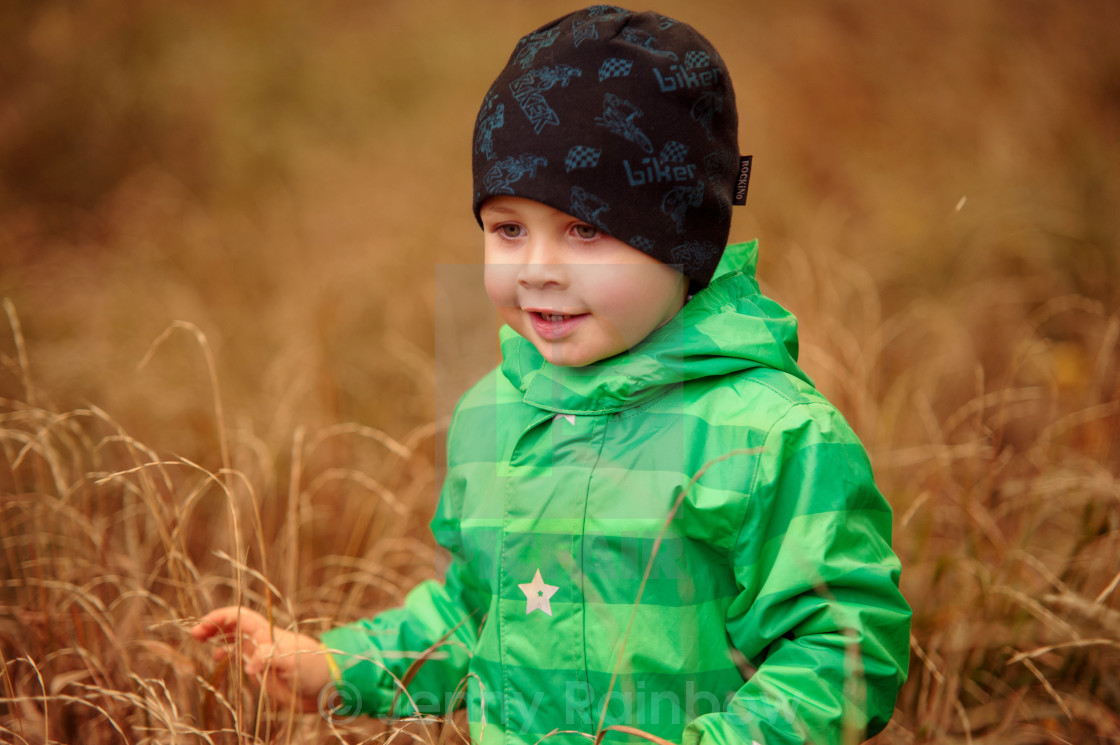 e04cc8d8b343 Small boy going through grass - License