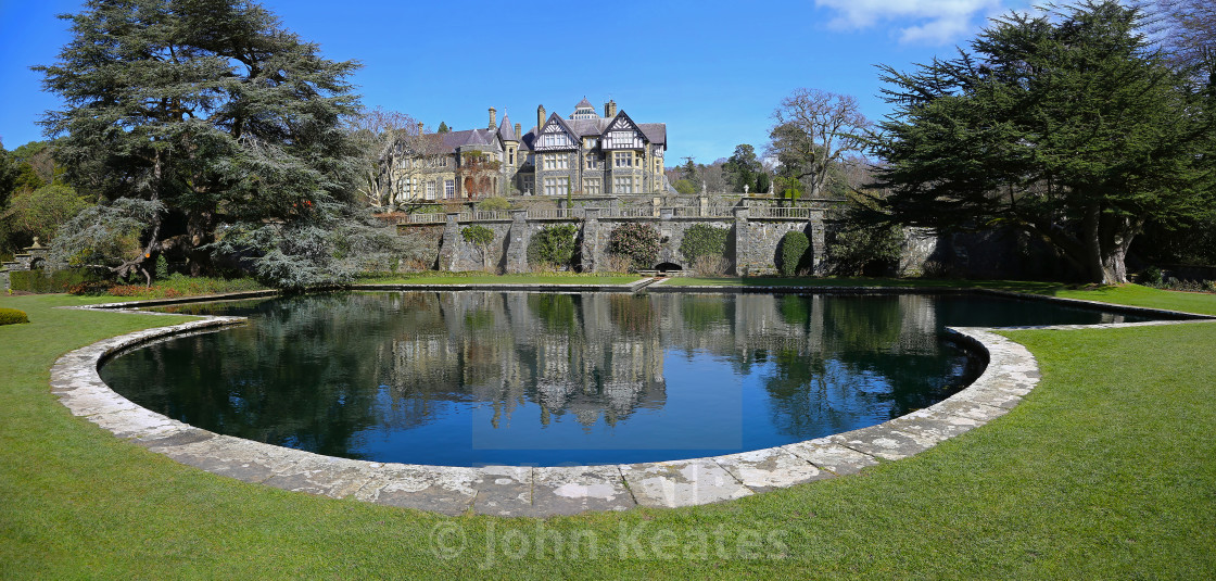 """Bodnant Hall overlooking the Lily Terrace, Bodnant Gardens, Tal-"" stock image"