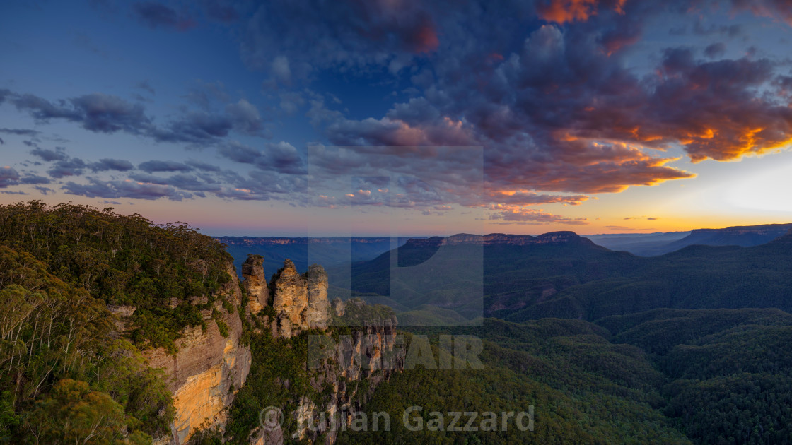 """The Three Sisters and the Blue Mountains at Sunset, Katoomba, NS"" stock image"