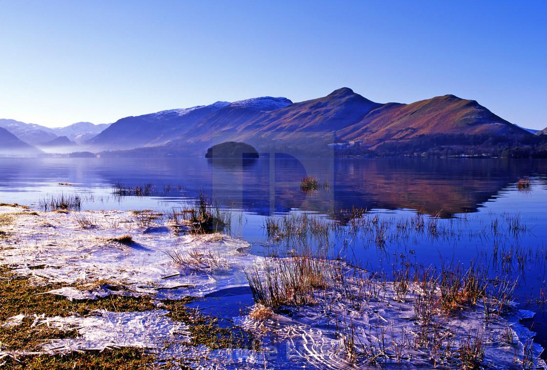 """""""Winter mist and ice, Derwentwater"""" stock image"""