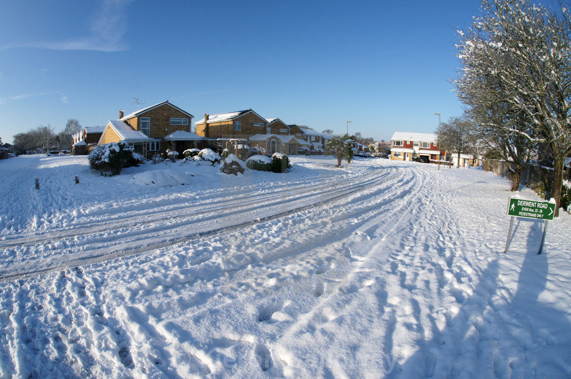"""Residential snow 2019 - Derwent Road, Basingstoke"" stock image"