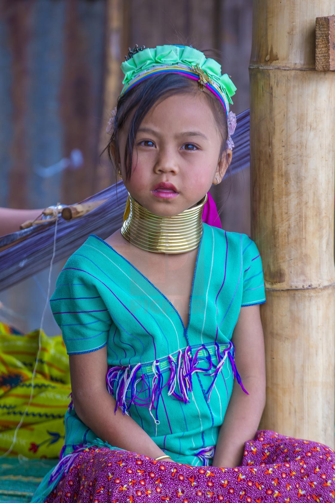 hustler-codes-necked-girl-videos-in-myanmar