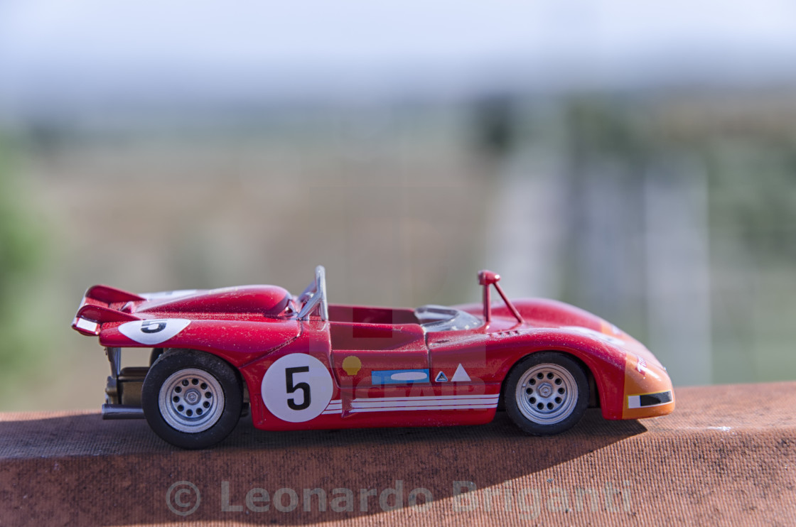 Model of a old racing car in the sun - License for £1.24 on Picfair