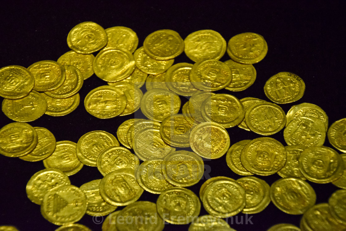 Gold coins in bulk - License, download or print for £23 56