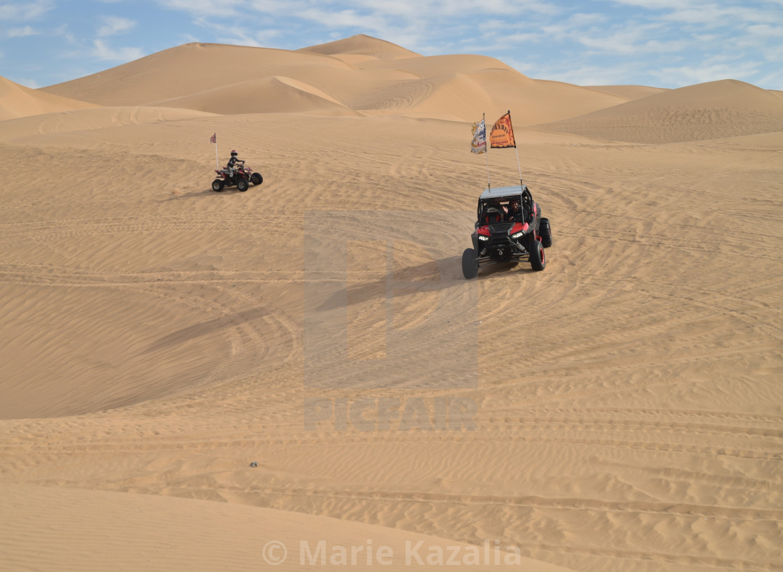 two ATV vehicles driving sand dunes Imperial Sand Dunes ...