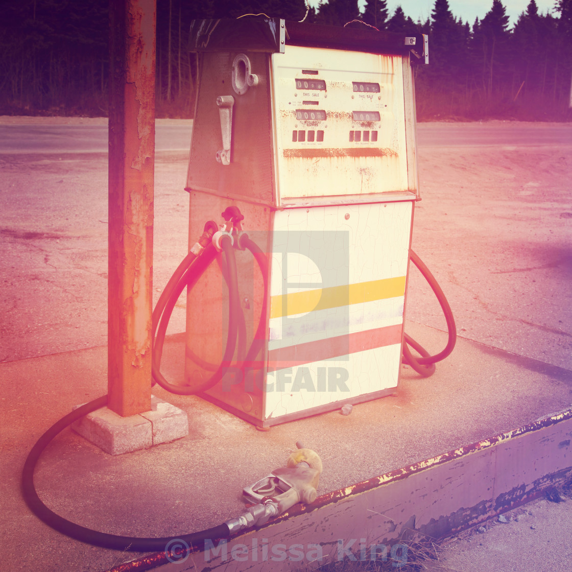 Old gas pump - With Instagram effect - License, download or