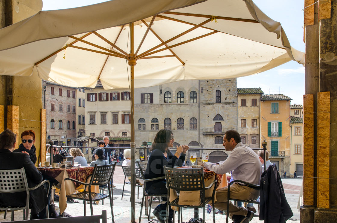 Cafe Bar In Arezzo, Tuscany   License For £6.20 On Picfair