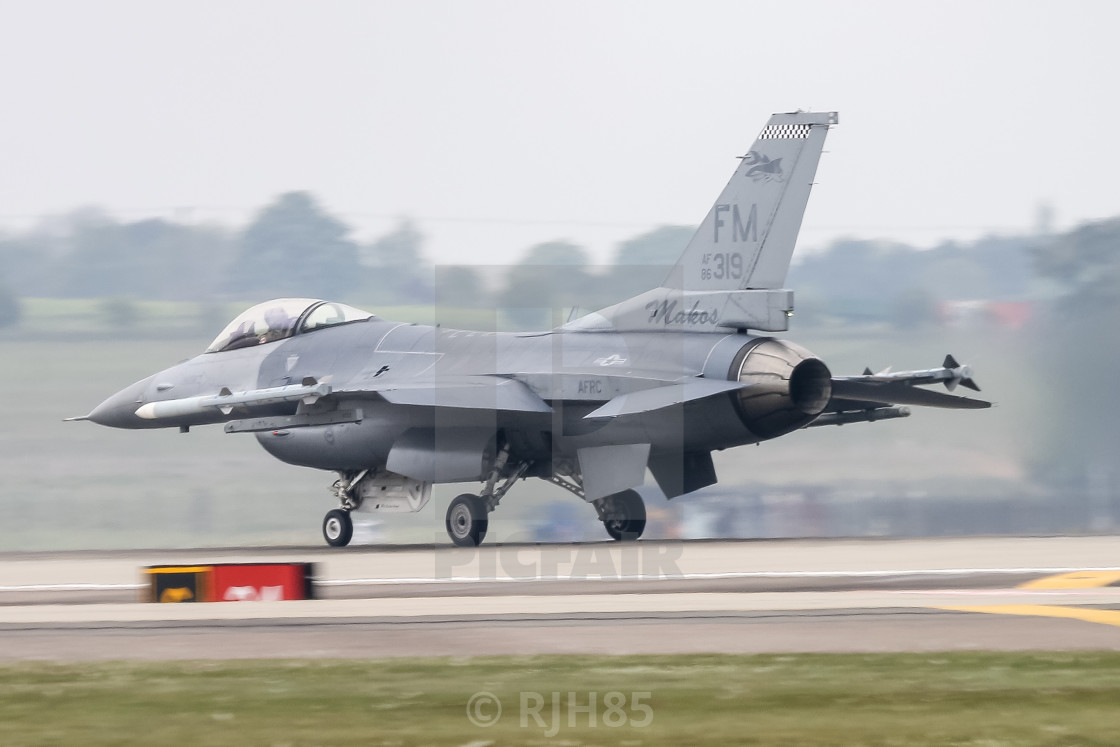 F16 takeoff - License, download or print for £6 20 | Photos | Picfair