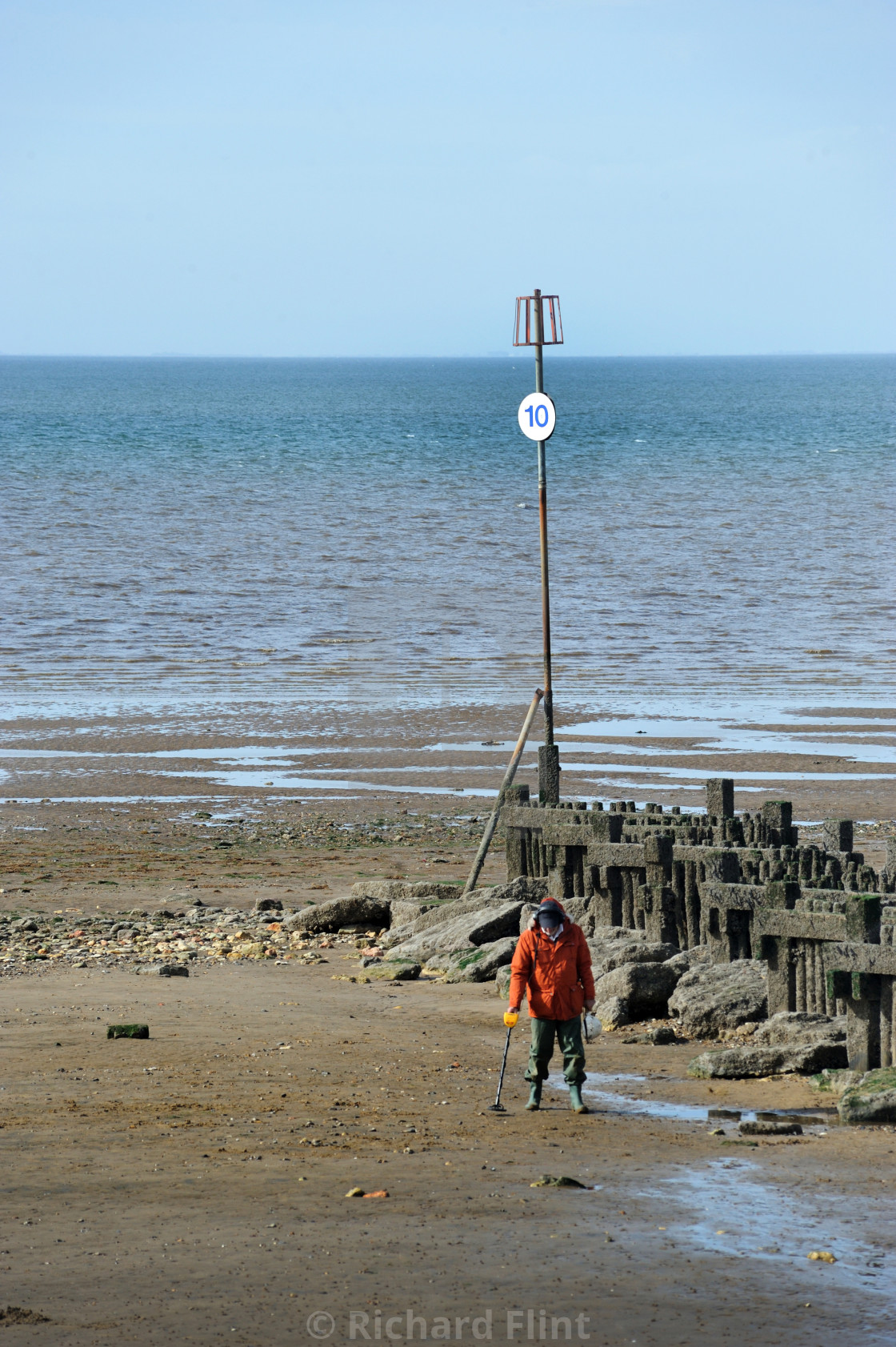 """Metal detecting on the beach - Hunstanton, Norfolk"" stock image"