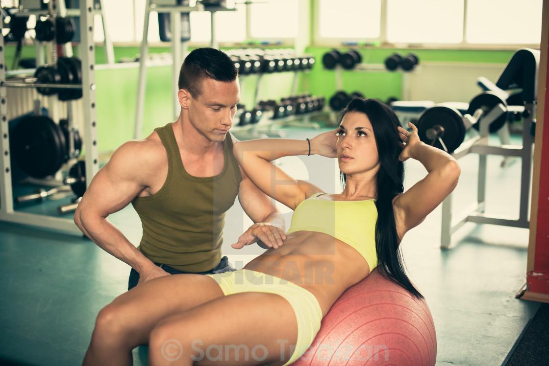 Латиноамериканка изменяет мужу с инструктором по фитнесу