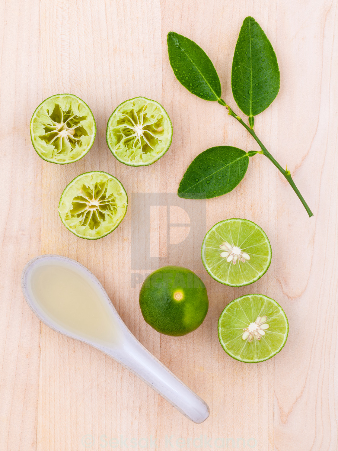 """Fresh Lime juice and lime slice on wooden background with lime l"" stock image"