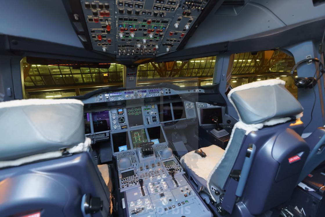 Emirates airbus a380 aircraft cockpit interior license for Airbus a380 interior