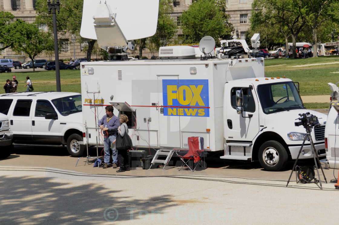 fox tv news tv truck in dc - license, download or print for £12.40