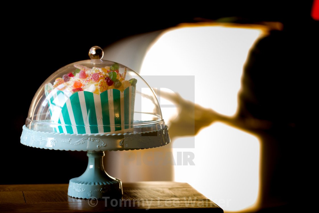 Small Traditional Birthday Cake In Vintage Style License For 999