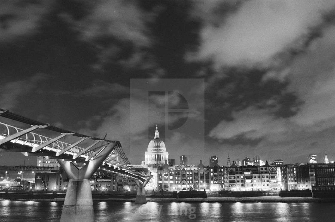"""""""St Paul's Cathedral, Millenium Bridge"""" stock image"""
