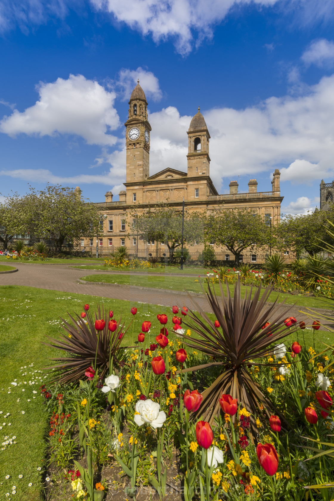 Paisley Town Hall and gardens at Dunn Square, Scotland, United ...