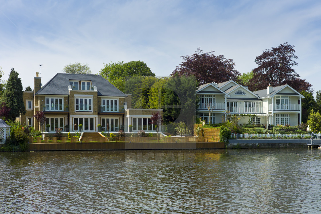 Luxury Riverside Houses On The Banks Of The River Thames In ...