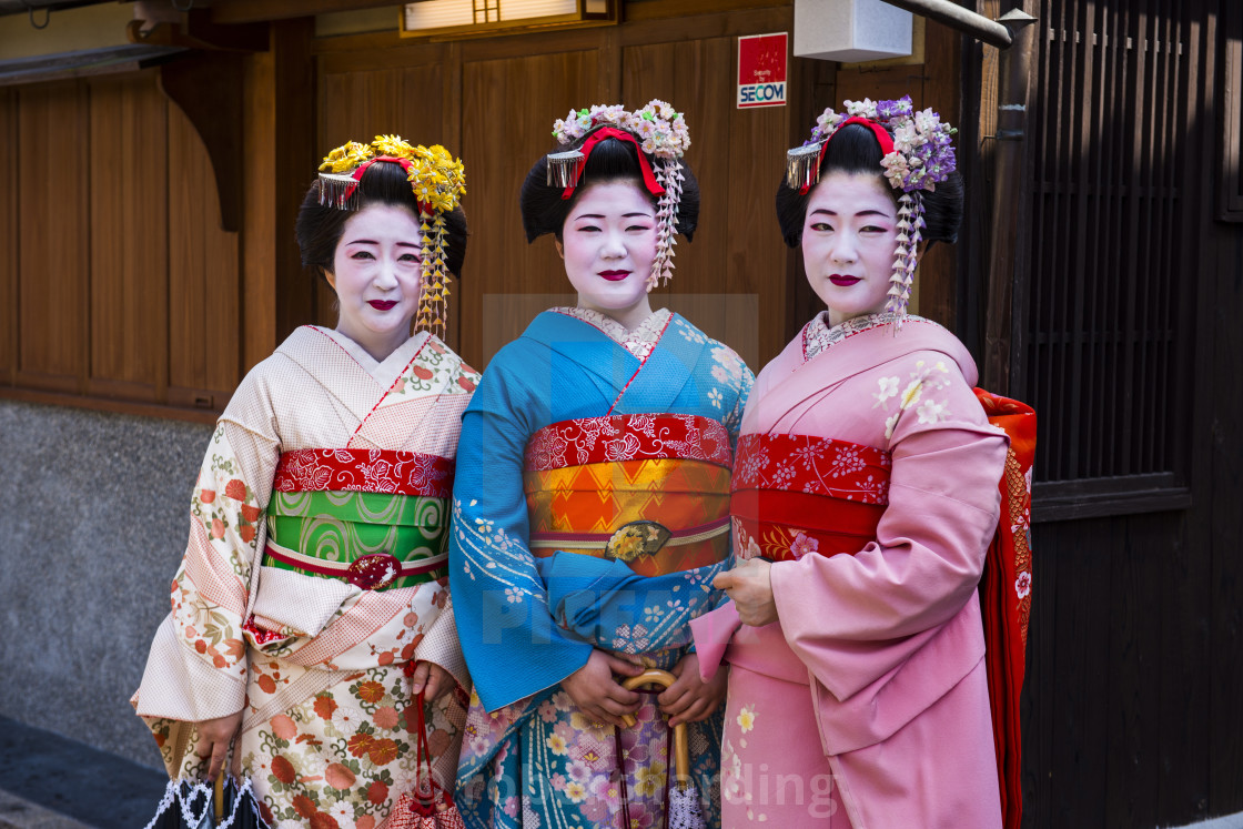 """""""Traditionally dressed Geishas in the old quarter of Kyoto, Japan, Asia"""" stock image"""
