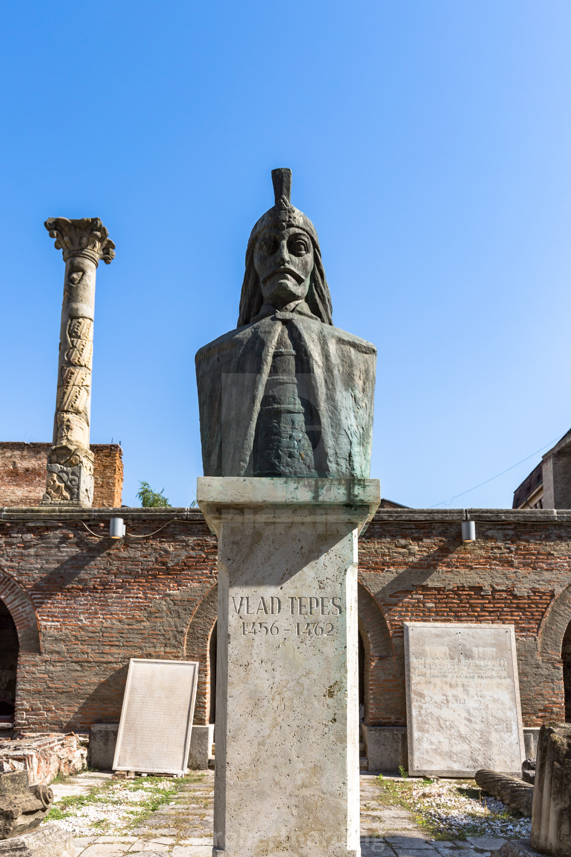 """Statue of Vlad Tepes, the inspiration behind Bram Stoker's Dracula, at Curtea..."" stock image"
