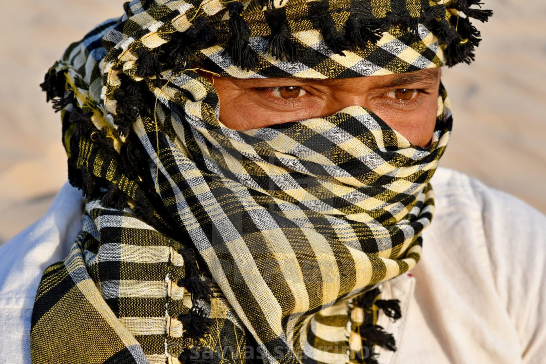 Portrait of man in the desert with a scarf on his face - License, download or print for £12.40 | Photos | Picfair