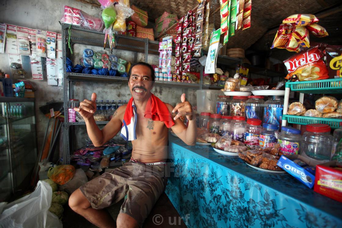 Asia Indonesia Bali Nusa Lembongan Village People Shop
