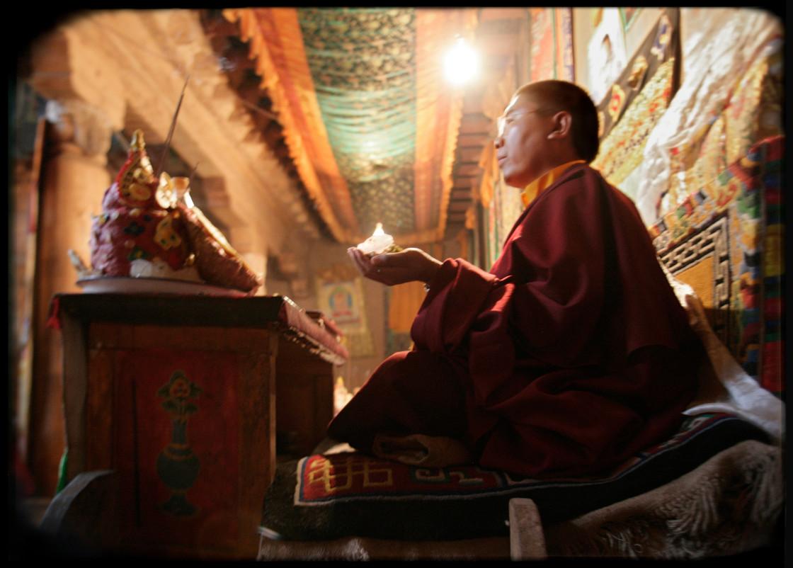 """""""Tsoknyi Rinpoche perfoming Puja, Nangchen, Tibet"""" stock image"""