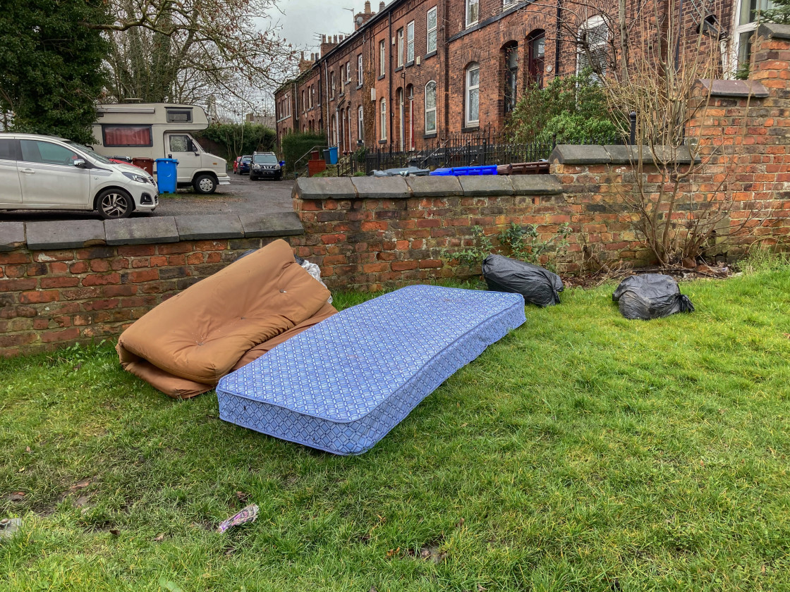 """""""Discarded fly-tipped mattress and bedding, UK."""" stock image"""