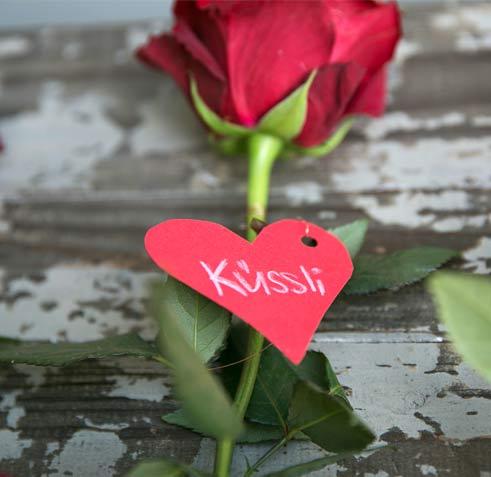 Rosenstrauss mit Love-Herzchen