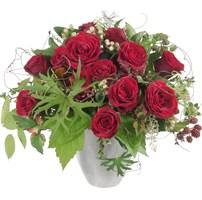 Strauss mit roten Rosen