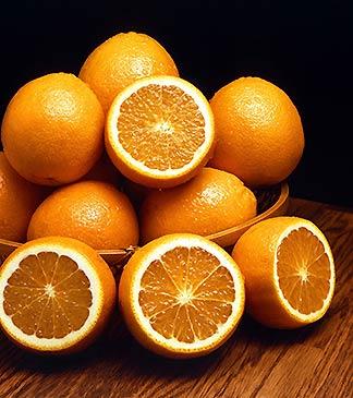 Orangen in Schale