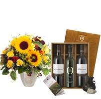 Sonnenblumen mit Geschenkset: Wein und Olivenöl