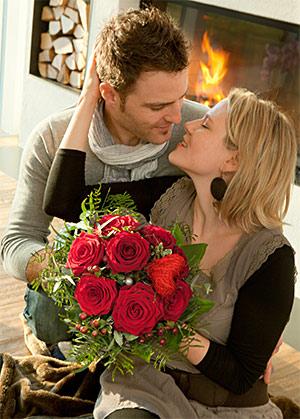 Verliebte mit Rosen