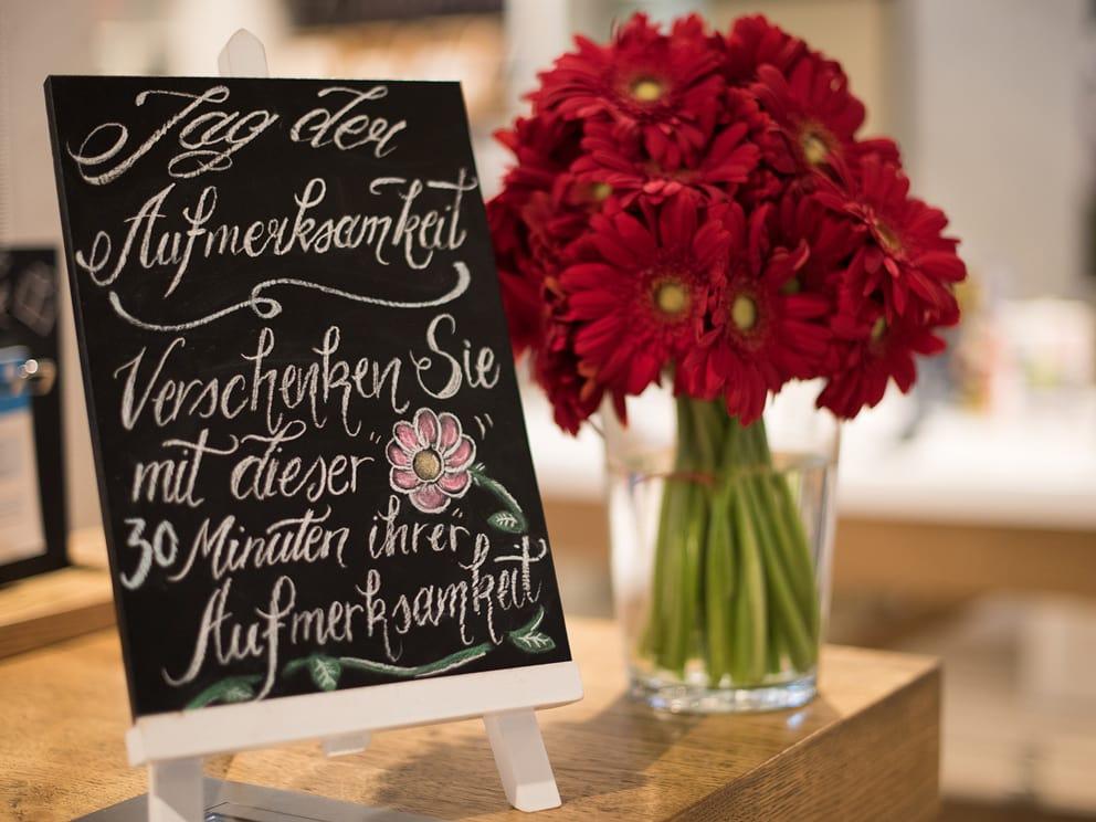 Der Valentinstag Ist Nicht Nur Der Tag Der Liebe Und Der Grossen Gefühle,  Sondern Auch Der Tag Der Freundschaften Und Des Dankeschöns.