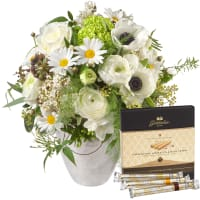 "Romantic Spring Bouquet with Gottlieber Hüppen ""Special Edition for Fleurop"""