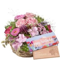 """Korb voll zarter Blumen mit Schoggi-Tafel """"Happy Birthday"""""""
