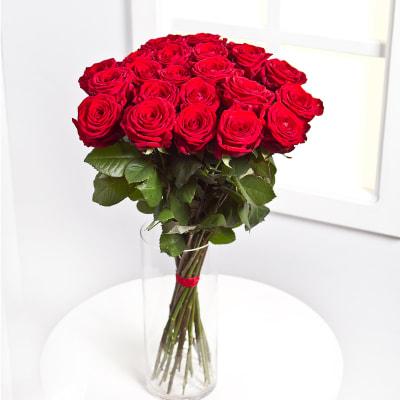 strauss aus 25 roten rosen hier online bestellen. Black Bedroom Furniture Sets. Home Design Ideas