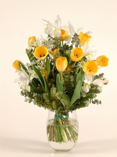 Blumenstrauss mit Iris und Tulpen