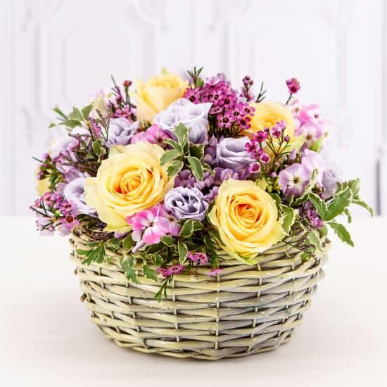 Arrangement in a basket