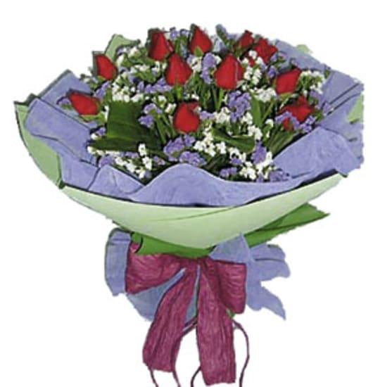 Roter Rosenstrauss (ohne vase)