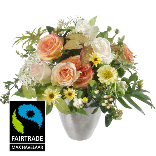 Doux bouquet de saison avec roses Fairtrade Max Havelaar à grosses têtes