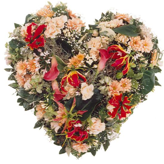 Gesteck: Herz aus Saisonblumen