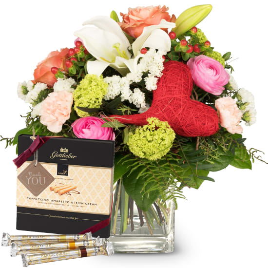 Mother's Day Bouquet with Gottlieber Hüppen and hanging gift tag «Thank You»