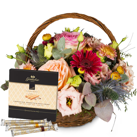 "Romantic Seasonal Basket with Gottlieber Hüppen ""Special Edition for Fleurop"""