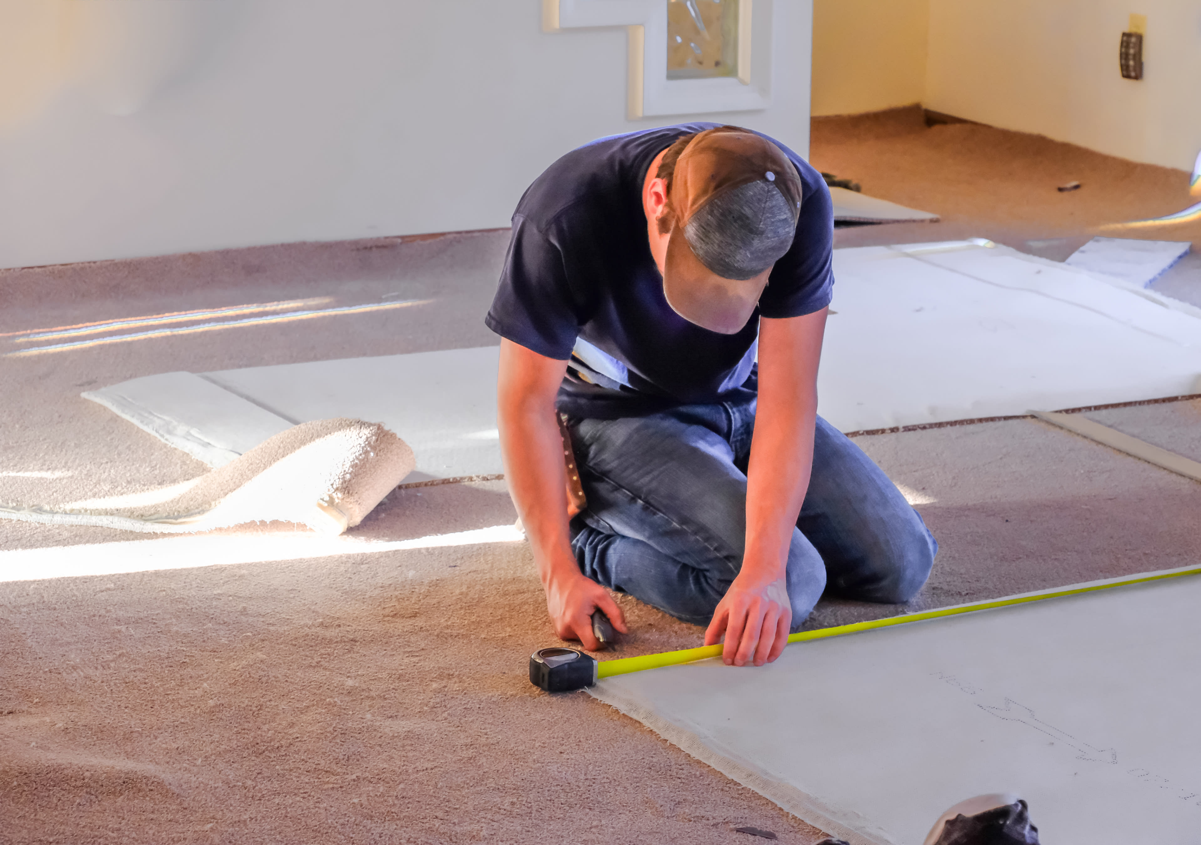 Carpenter-measuring-new-rugs-before-installation-1085092000_4025x2832