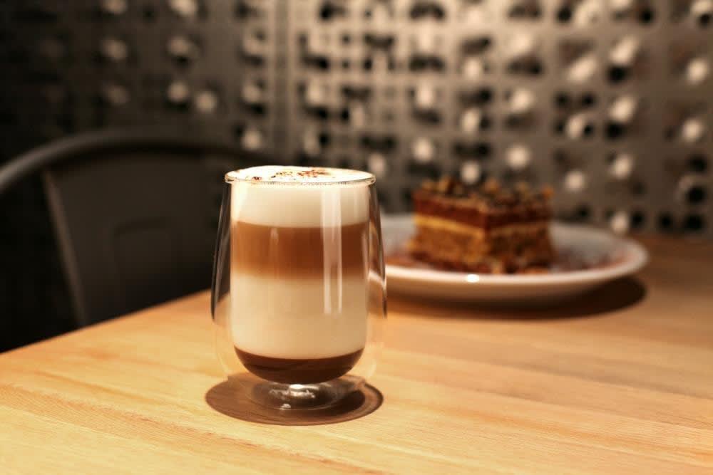Vialli Design szklanka termiczna z podwójną ścianką Amo 400 ml