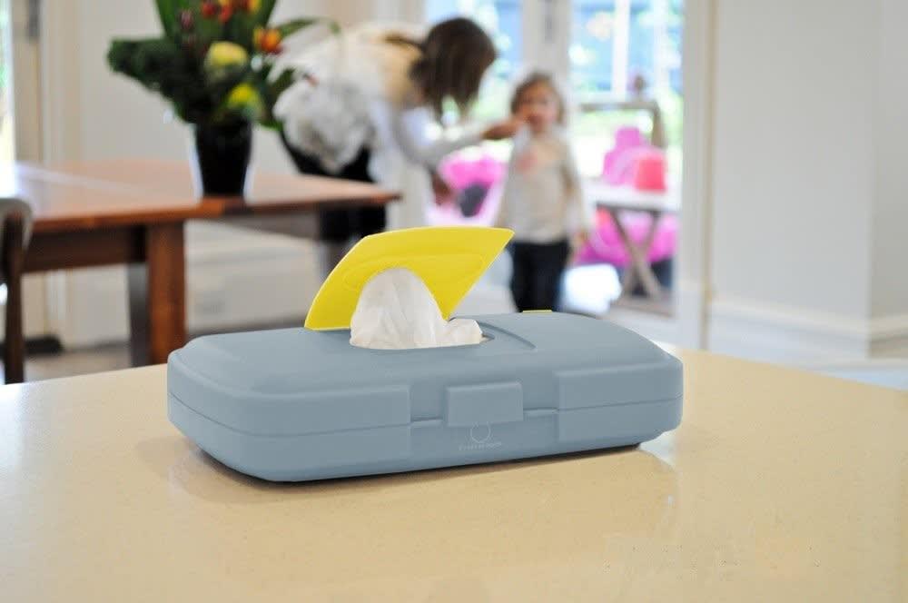 Podróżny przewijak w etui mata do przewijania w saszetce z pudełkiem na mokre chusteczki i pieluszki Flower Power b.box