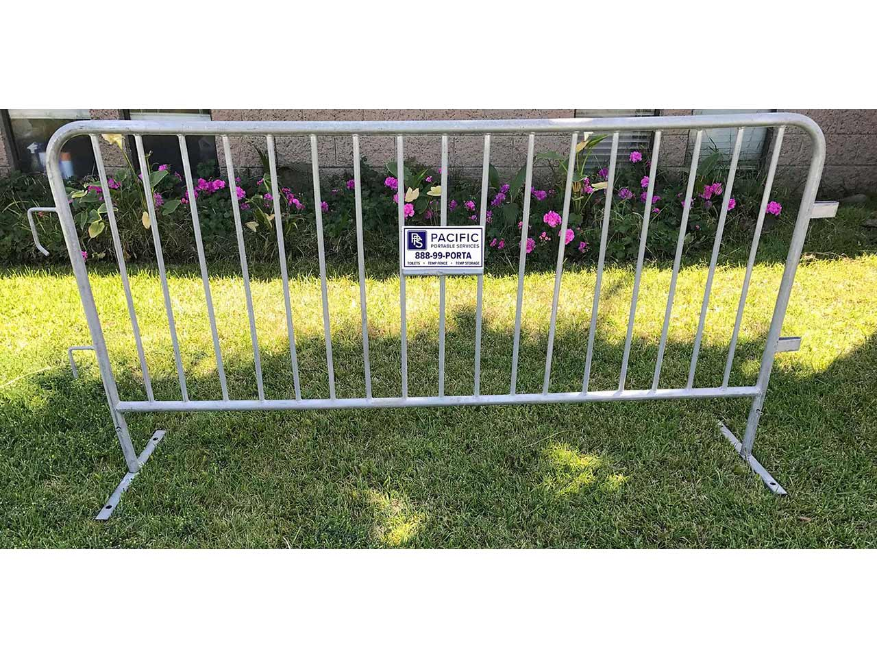 Temporary fence barricade