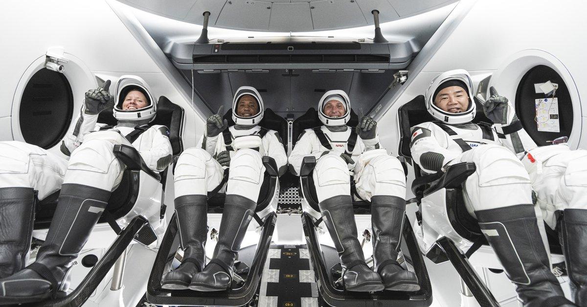Featured image ultimo viaje al espacio 2020,primer viaje a marte tripulado,astronautas crew dragon,regreso de astronautas a la tierra spacex,mision tripulada a marte 2021,primera nave espacial lanzada al espacio,crew dragon regreso,cuando regresa crew dragon
